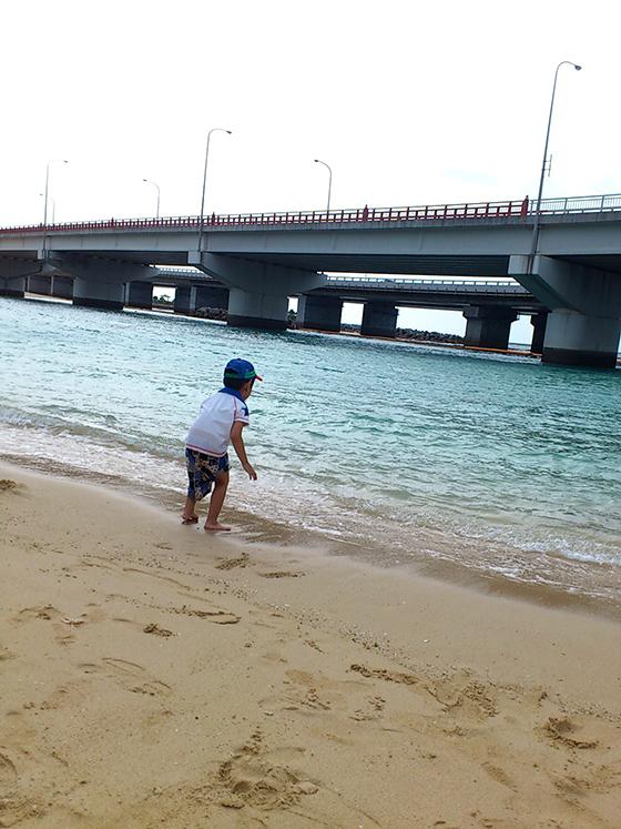 息子と初めての沖縄の海