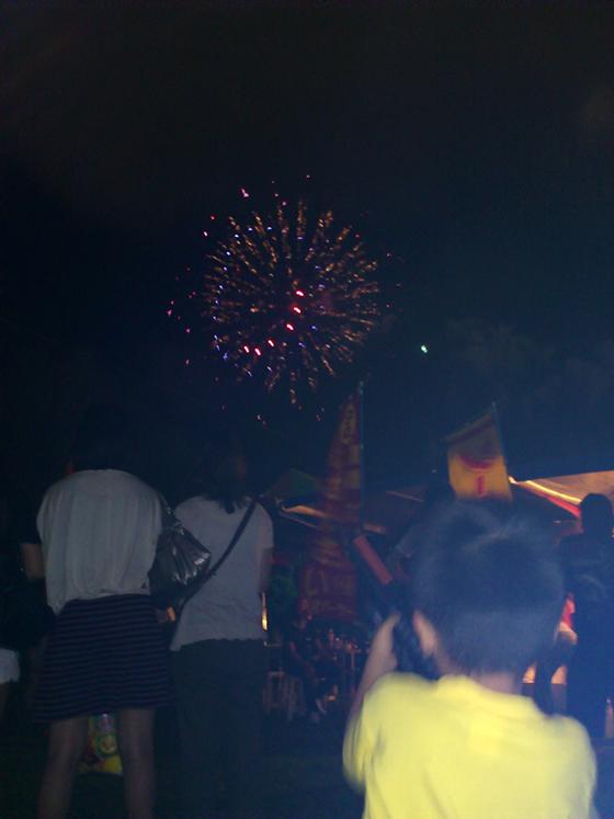 息子と沖縄初の花火大会