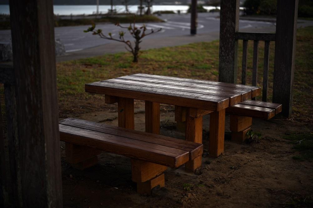 【画像】公園の椅子とテーブル