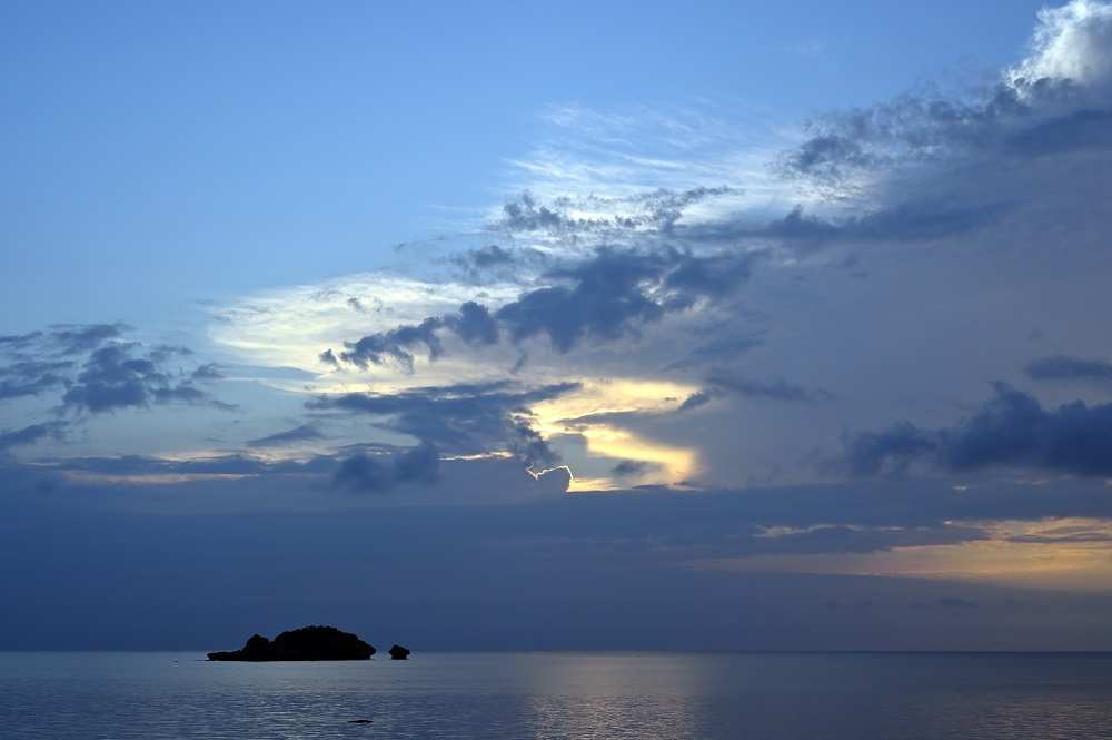 【画像】夜明けの海