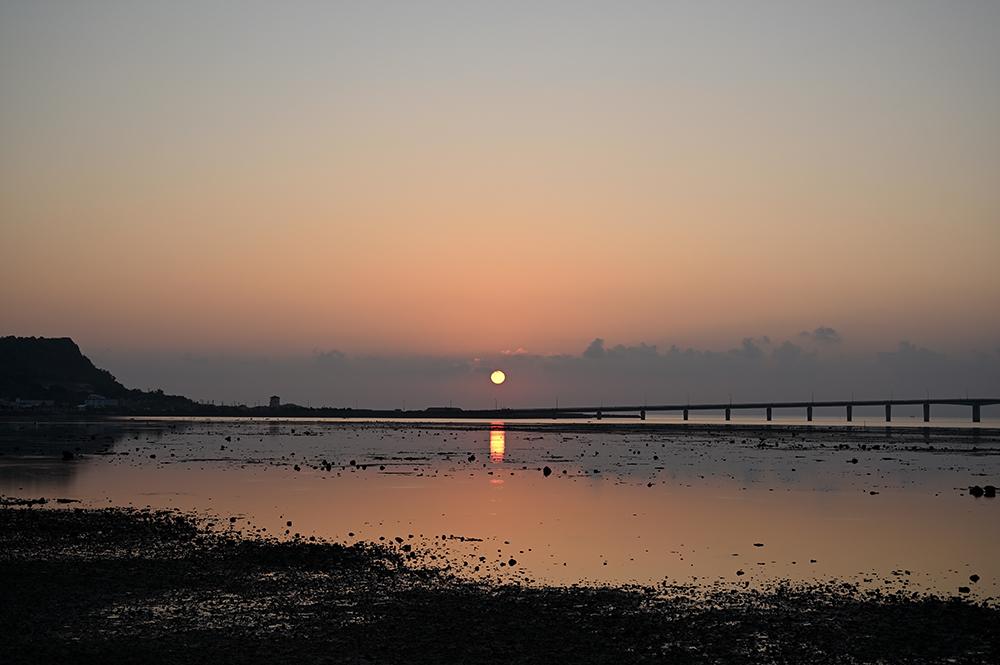 【画像】海中道路からの朝日