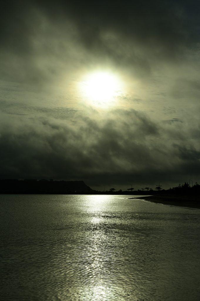 沖縄の朝日の画像