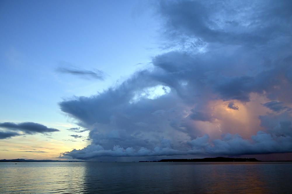 【画像】2021年9月4日の沖縄の早朝の曇り空