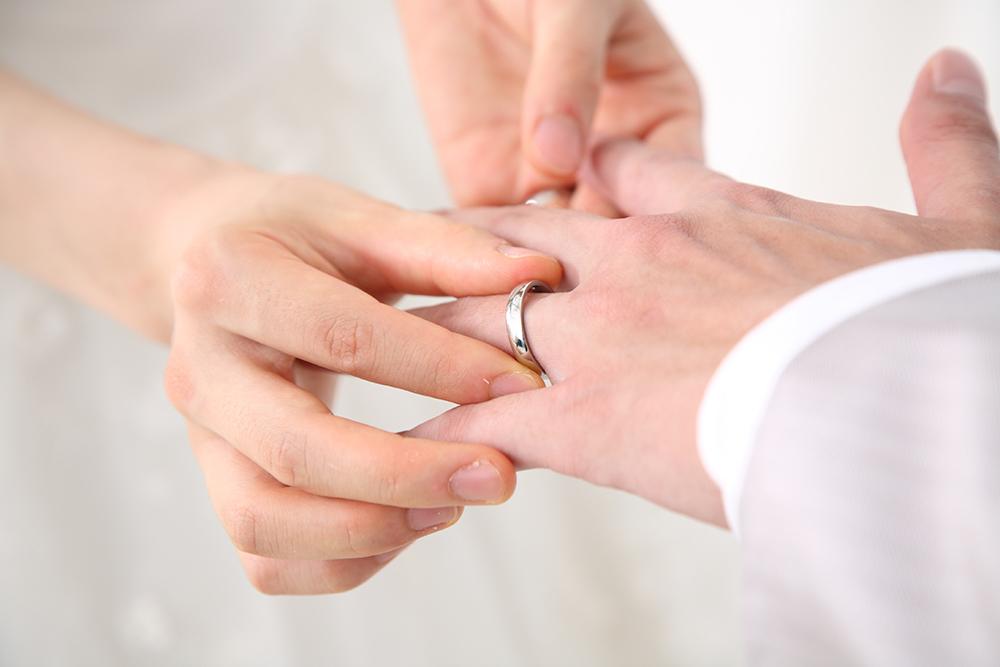 【画像】結婚式の指輪交換