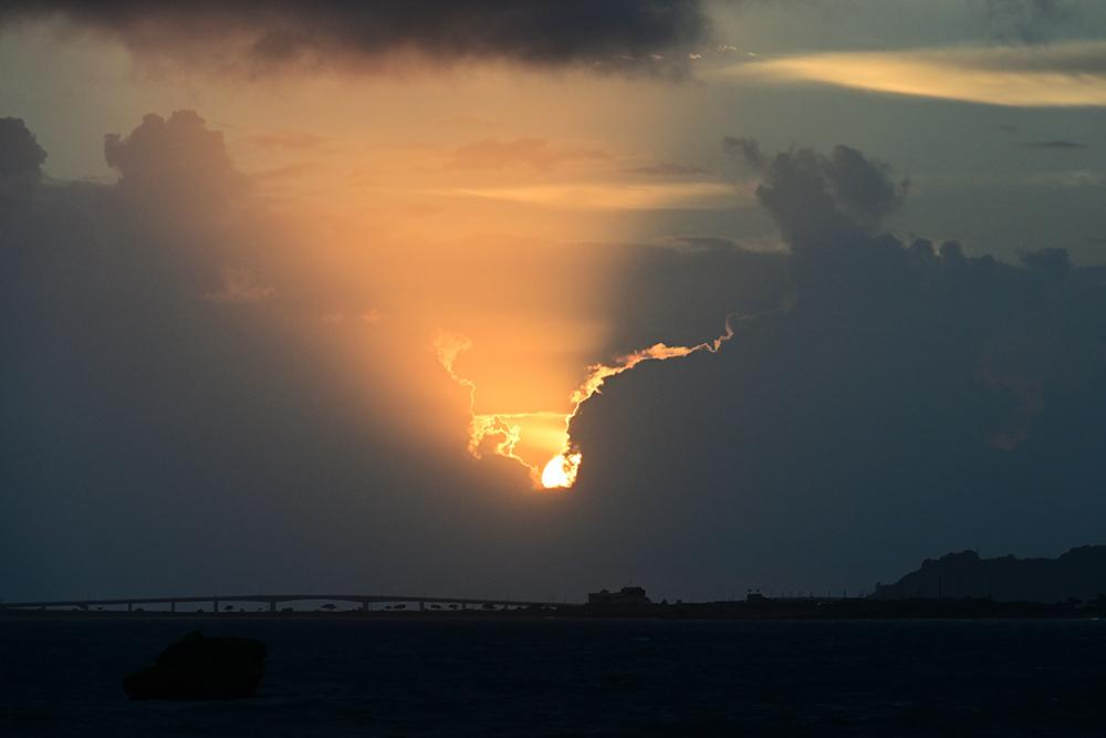 【画像】2021年10月6日の沖縄の日の出